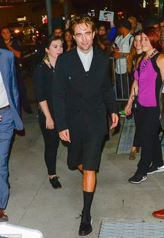 Actor Robert Pattinson is seen walking in midtown on October 2 2018 in New York City King Robert, Robert Douglas, Robert Pattinson Twilight, Edward Cullen, Most Handsome Men, Men Looks, Beautiful Boys, Movie Stars, Bae