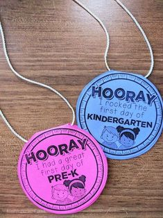 4 Adorable First Day of School Printable Freebies First day of school necklaces for free – Kindergarten Lesson Plans Kindergarten First Week, Preschool First Day, First Day Of School Activities, First Day School, Kindergarten Lesson Plans, Beginning Of The School Year, Teaching Kindergarten, Preschool Classroom, Preschool Activities