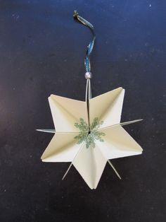Et nemt og dekorativt juleornament som alle kan lave - publisert i The Paper Crafting november 2014: http://thepapercrafting.com/et-nemt-og-dekorativt-juleornament-som-alle-kan-lave/