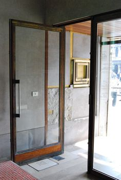 olivetti carlo scarpa DOOR CONCRETE GLASS GOLD BROWN WOOOD STONE