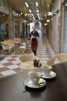 coffee in Vicenza - corso Andre Palladio 186 Coffee Barista, Coffee Shops, Teas 6, Coffee Culture, Coffee Roasting, Tableware, Photos, Travel, Dinnerware