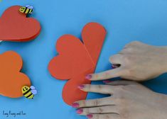 Paper Heart Flower Craft with Template - Easy Peasy and Fun Mothers Day Crafts For Kids, Crafts For Kids To Make, Christmas Crafts For Kids, Fun Easy Crafts, Easy Paper Crafts, Paper Flowers Craft, Flower Crafts, Rocket Craft, Making A Bouquet