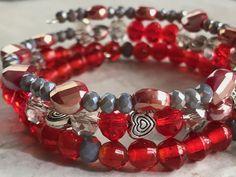 Locket Charms, Heart Locket, Memory Wire Jewelry, Jewelry Art, Wire Wrapped Bracelet, Beaded Bracelets, Organza Bags, Czech Glass Beads, Wire Wrapping