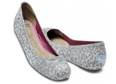 I want this shoes NOW!!!! I love TOMS!