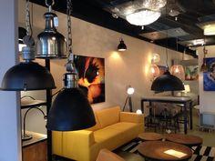 Showroom winkel . Industriële hanglampen . Ook plafondlampen vloerlampen en meubels . Home interior lights / ONLINE SHOP : click on this LINK ( www.rietveldlicht.nl ) Verzendkosten gratis .