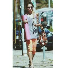 Vanessa Hudgens, yoga mat AND a wayuu bag ♡