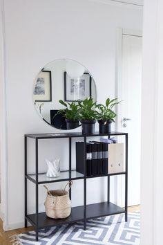 Minimalist interior design - decoration - Lilly is Love Minimalist Interior, Minimalist Home, Home Living Room, Living Room Decor, Flur Design, Decoration Entree, Home And Deco, Decor Interior Design, Home Decor Inspiration