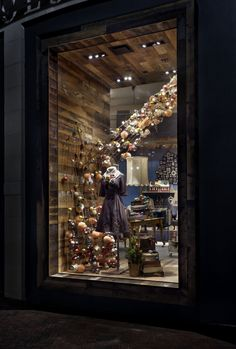 #Anthropologie #Annapolis Window Display Shop | Store | Retail | Window | Display | Visual Merchandising