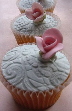 sweet little floral cupcakes