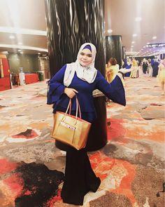 hijab street style #hijaberlover Street Hijab Fashion, Muslim Fashion, Hijab Tutorial, Hijab Outfit, View Photos, Street Style, People, Outfits, Instagram