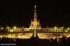 Basilica of the Rosary Shrine of Fatima - midnight candle lit procession. Fatima Portugal, Spain And Portugal, Altar, Las Azores, Lady Of Fatima, Le Havre, Tours, Place Of Worship, Kirchen