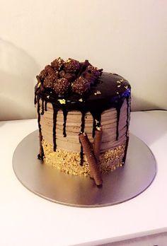 #cake #birthdaycake #30th #ferreroroche #beuno #crushedalmonds #crispyrolls #nutella #goldleaf #matchsticks