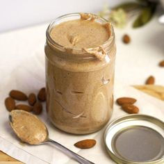 Almond Butter By Brandon Epstein Are you a nut butter addict? Nut butter is everyone's favorite snack right now and for good reason. Raw Food Recipes, Low Carb Recipes, Cooking Recipes, Healthy Recipes, Homemade Almond Butter, Do It Yourself Food, Comfort Food, Peanut Butter Banana, Butter Recipe