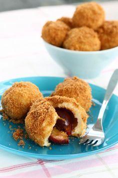 Gomboti sau galuste cu prune. Romanian Food, Romanian Recipes, Dessert Recipes, Desserts, Finger Foods, Cornbread, Party Planning, Food To Make, Almond