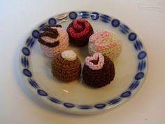 Bombón Amigurumi - Patrón Gratis en Español aquí: http://www.lasmanualidades.com/6465/tejer-un-bombon-de-crochet