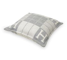 Avalon III PM Hermes pillow, size PM merino wool, cashmere) Measures x Hermes Pillow, Hermes Home, Room Colors, Decorative Objects, Picture Frames, New Homes, Home Appliances, House Design, Throw Pillows