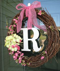 DIY Door Wreath 10 minutes MamaMommyMom (add felt flowers instead) Wreath Crafts, Diy Wreath, Grapevine Wreath, Wreath Ideas, Wreath Making, Home Crafts, Diy And Crafts, Flower Letters, Ideias Diy
