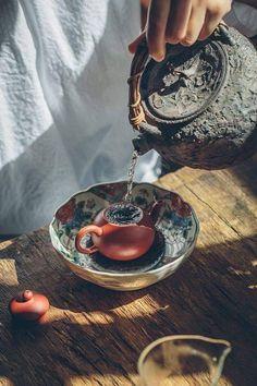 Asian Tea, Tea Cafe, Tea Culture, Japanese Tea Ceremony, Cuppa Tea, Flower Tea, Chinese Tea, How To Make Tea, Drinking Tea