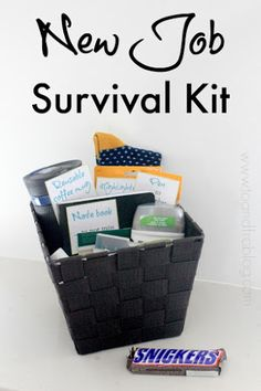 Do you know someone starting a new job? Help them through their first week by creating this new job survival kit. How to create a new job survival kit, featuring SNICKERS bar. New Job Survival Kit, Survival Kit Gifts, Survival Supplies, Office Survival Kit, Survival Gear, Survival Hacks, Dorm Survival Kits, Teacher Survival, Outdoor Survival