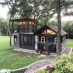 Black Tiny Cabin #cabin #loghouse #tinyhouse  #decorhomeideas