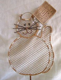 $16.95~~Just adorable! =^..^=  New Metal & Wood Country Folk Art Tabby Cat Decorative Fly Swatter Hanger
