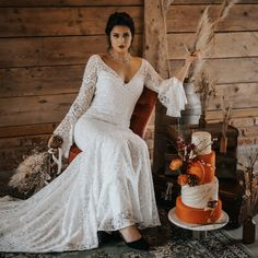 Do you want a memorable rustic wedding? Find some great wedding ideas here Photography Styling & design Cake Hair Makeup Dresses Jewellery Venue Stationery & signage Models Hosted by Rustic Wedding, Wedding Day, Bridal Shoot, Jewelry Gifts, Jewellery, Wedding Jewelry, White Dress, Cake Photography, Glamour