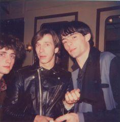 Antoine & Dominique des Dogs entourant Keith des Fleshtones (1982?)