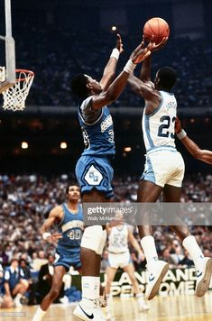 Michael Jordan Unc, Jordan 23, Patrick Ewing, Basketball Pictures, Sports Pictures, Nba Players, Basketball Players, Ncaa, College Hoops