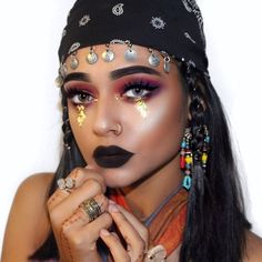 Looking for for ideas for your Halloween make-up? Browse around this site for unique Halloween makeup looks. Halloween Makeup Pirate, Indian Halloween Costumes, Unique Halloween Makeup, Halloween Inspo, Halloween Outfits, Diy Halloween, Halloween Carnival, Diy Carnival, Halloween Parties