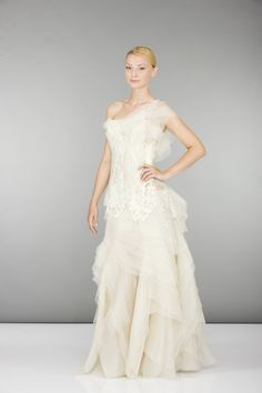 Browse through a great selection of new, used and vintage wedding dresses. Top designers present their latest bridal collections. Your dream dress might be only a few clicks away. Vintage Bridal, Designer Wedding Dresses, Dream Dress, Bridal Collection, Bridal Gowns, Formal Dresses, Fashion, Bridal Gown, Curve Dresses