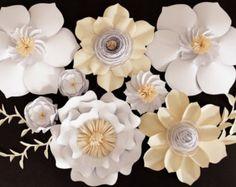 Fiori di carta giganti di carta fiore sullo sfondo
