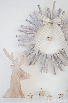DIY Wood Christmas Wreath by Pastels & Macarons #christmas #diy #craft #christmaswreath #diywreath #diychristmaswreath #diyrusticchristmaswreath #rusticwreath #rusticchristmas #diywoodwreath