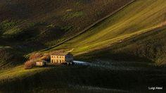 vecchio casolare - colline di San Severino al tramonto