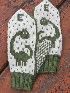 These warm dinosaur mittens come in two sizes: years and years. They are knit in stranded stockinette stitch at a tight gauge to make them both warm and durable. Crochet Baby Mittens, Knitted Mittens Pattern, Crochet Baby Booties, Knit Mittens, Knit Or Crochet, Knitting Socks, Knitting Charts, Knitting Patterns Free, Handmade Gifts For Friends
