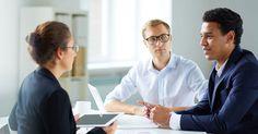 """À la fin d'un entretien d'embauche, les recruteurs demandent souvent aux candidats : """"Avez-vous des questions ?"""" Si aucune idée ne vous vient à l'esprit lors de cet instant décisif, voici 7 sujets originaux à aborder avec votre recruteur lors de votre ..."""