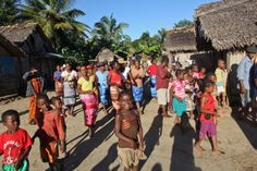 #Enfants d'un #village fluvial près de Soanerania Ivongo #Madagascar ©Salaün Holidays