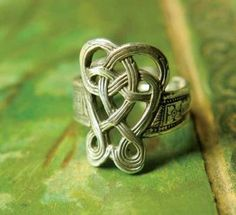 celtic eternity knot ring (www. Celtic Knot Ring, Celtic Rings, Celtic Wedding Rings, Celtic Knots, Celtic Symbols, Celtic Art, Jewelry Rings, Jewelery, Craft Jewelry
