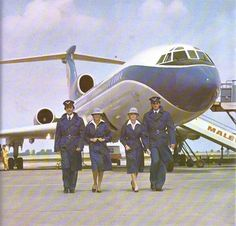 South African Airways circa 1960 VASP of Brazil Onboard service - the old-fashioned way! One of Canada's iconic airlines of yes. Cabin Crew, Flight Attendant, My World, Fighter Jets, Nostalgia, The Past, Aircraft, Old Things, Airplanes