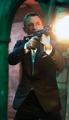 Jimmy Fallon Videos, London Spy, Daniel Craig James Bond, Icelandic Sweaters, New Image, Roxy, Couple Photos, Film, Cute