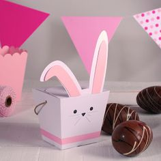 How to make a cardboard Easter bunny with SelfPackaging's boxes. Easter Egg Basket, Easter Bunny, Crafts To Make, Fun Crafts, Paper Crafts, Do It Yourself Ostern, Bunny Party, Bunny Birthday, Happy Easter