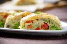 Saftig-gesunder Gemüsestrudel mit selbstgemachtem Topfenstrudelteig! Dazu passt am besten grüner Salat und Joghurt-Kräuter- oder Tomatensauce. Main Dishes, Side Dishes, Pot Pie, Baked Potato, Potato Salad, Sushi, Veggies, Vegetarian, Cooking
