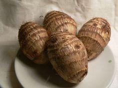 """Esta """"batata"""" recebe os nomes de inhame, taioba-de-São-Tomé, taro, inhame-branco…"""