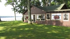 This #lakefront cabin is perfect for your next family vacation. #Petfriendly. You can grab a bite to eat while on the water, hit a popular sand bar to swim, get fuel, or enjoy live entertainment all via boat. All conveniently located less than 15 min. from all the fun that Hayward has to offer