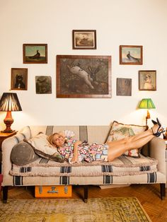 A Line of Home Accessories: What Amy Sedaris Took from 'Dallas' Amy Sedaris, Bowl Designs, Celebrity Houses, Hand Painted Signs, Apartment Living, Apartment Furniture, Home Decor Inspiration, Decor Ideas, Decoration