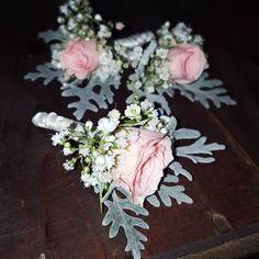 #rosaspray #rose #pinkrosa  #seneciomaritima #grey #gypsophila #weddingday #wedding #flower #flowershot #flowershop #greece🇬🇷 Gypsophila, Flower Art, Greece, Floral Wreath, Wedding Day, Wreaths, Flowers, Pink, Instagram