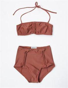 a detacher amber bikini