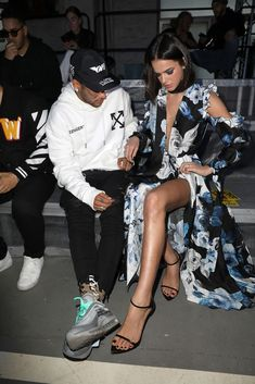 Neymar Jr and his girlfriend Bruna Marquezine attend the Off-White. Neymar Jr and his girlfriend Bruna Marquezine attend the Off-White. Neymar Jr, New Fashion, Fashion Models, Girl Fashion, Fashion Dresses, Bruna Marquezine And Neymar, Black Men Street Fashion, Paris Girl, Junior Fashion