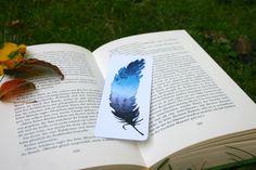 """Für Bücherwürmer in meinem #etsy-Shop erhältlich: Lesezeichen """"Feder"""" Aquarell - Druck, mit abgerundeten Ecken. Gedruckt auf Recyclingkarton und plastikfrei versendet. http://etsy.me/2jGFCaO #kunst #drucke #lesezeichen #Buch #lesen #bookmark #feather #watercolour #aquarell #feder"""