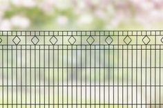 Design hekwerk type Barcelona uit onze #Elegance programma: -Standaard lengte 2510 mm -Hoogtes 800,1000 en 1200 mm *Kleuren mosgroen en antraciet. Andere maten en kleuren op aanvraag.  #www.zichtdicht.nl