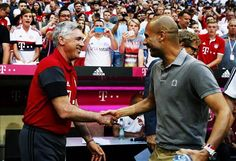 Pep Guardiola signs autographs in middle of play between Bayern and Manchester City (Video)